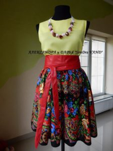 платье темная юбка и желтый верх